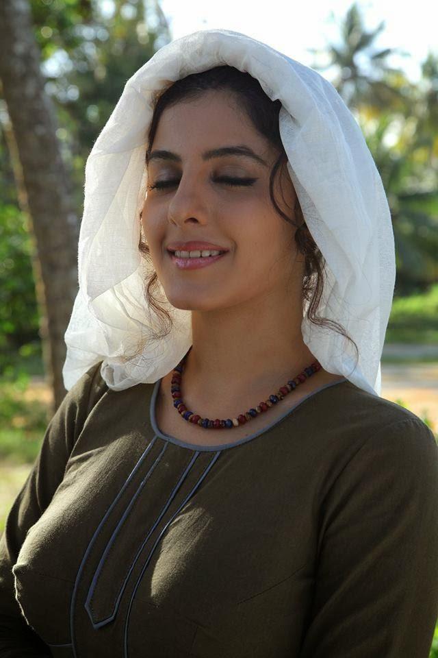 Isha Talwar in Balyakalasakhi Malayalam Movie3