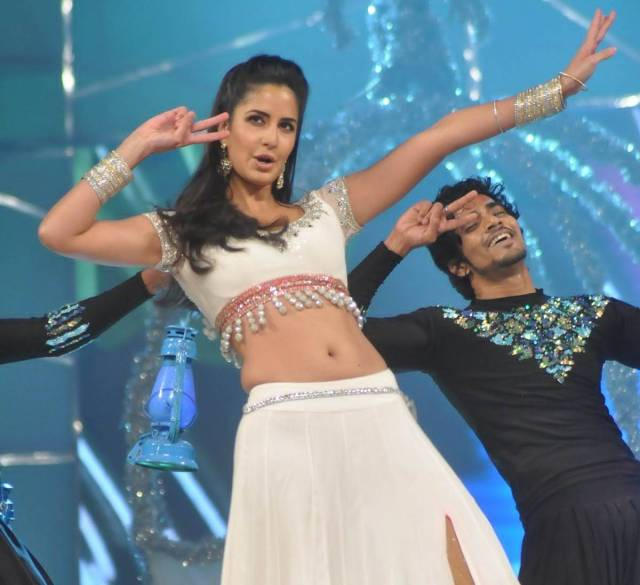 Katrina-kaif-navel-sow-photos12