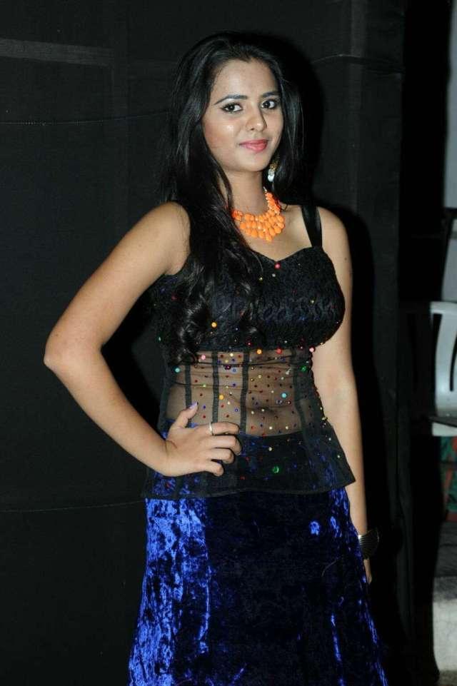 Manasa-Hot-Navel-Photos-In-Transparent-Dress-1