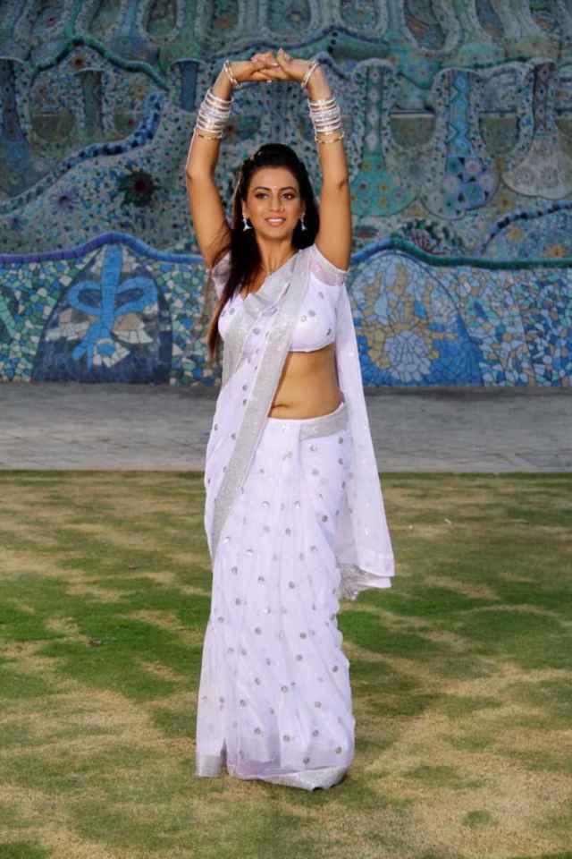juhi-telugu-actress-photos-15-large