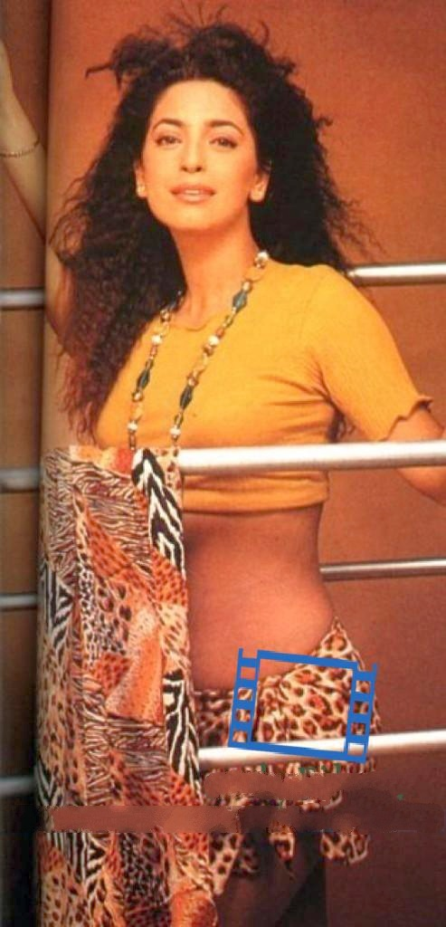 Actress-Juhi-Chawla-Hot-Navel-Show-Photos