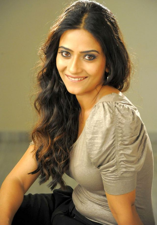 Aditi Sharma wallscelebs.blogspot (5)