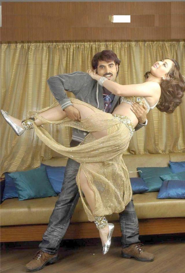 Bollywood-actress-preeti-jhangiani-sexy-Spicy-Stills-000