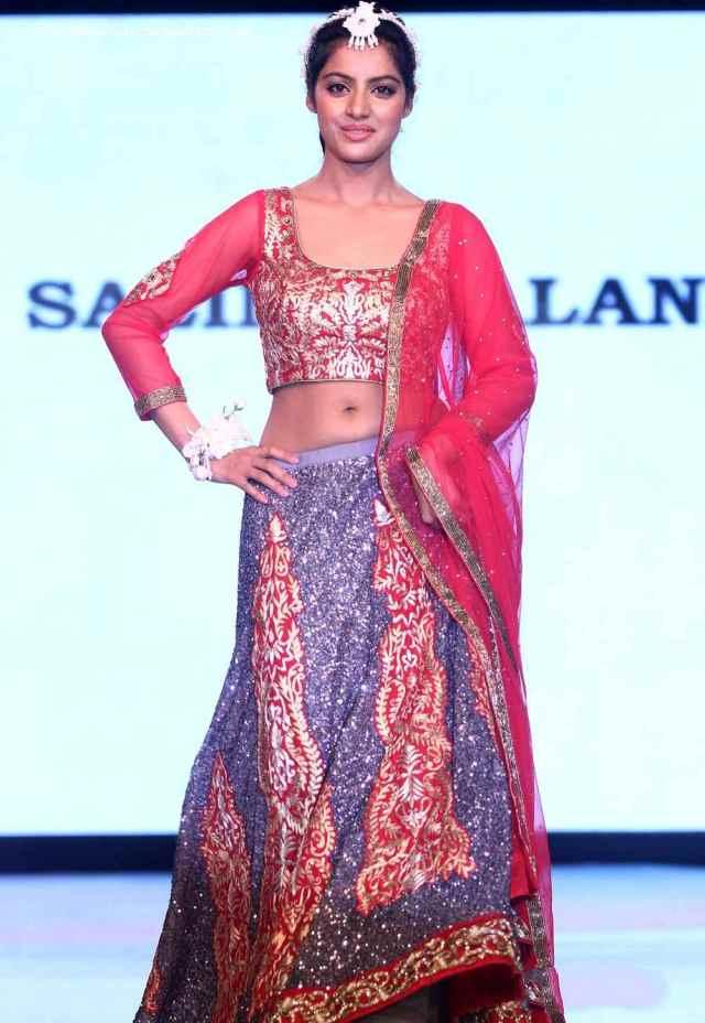 Deepika-Singh-at-smile-foundation-fashion-show-(1)4143