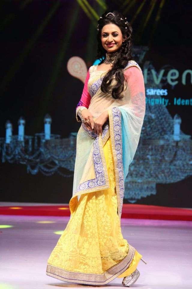 Divyanka-Tripathi-at-Suraj-Dreams-Fashion-show-(1)786