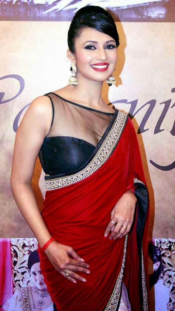 Divyanka-Tripathi-Hot-iN Saree