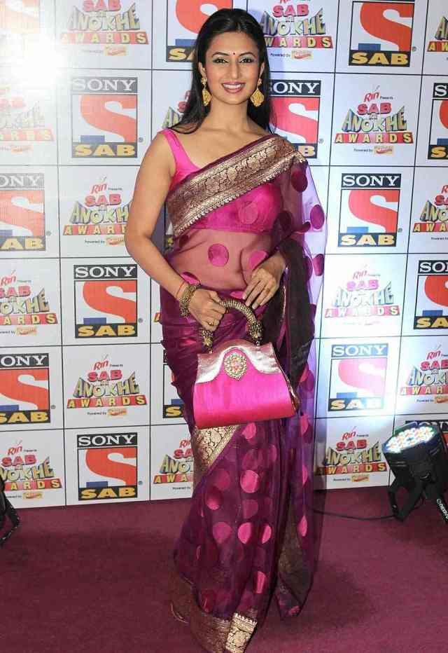 Divyanka-Tripathi-Hot-Photos-in-Saree-3