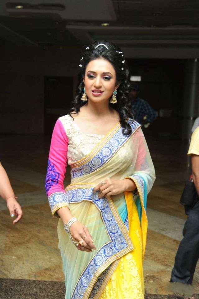 Divyanka-Tripathi-Hot-Photos-In-Saree-6
