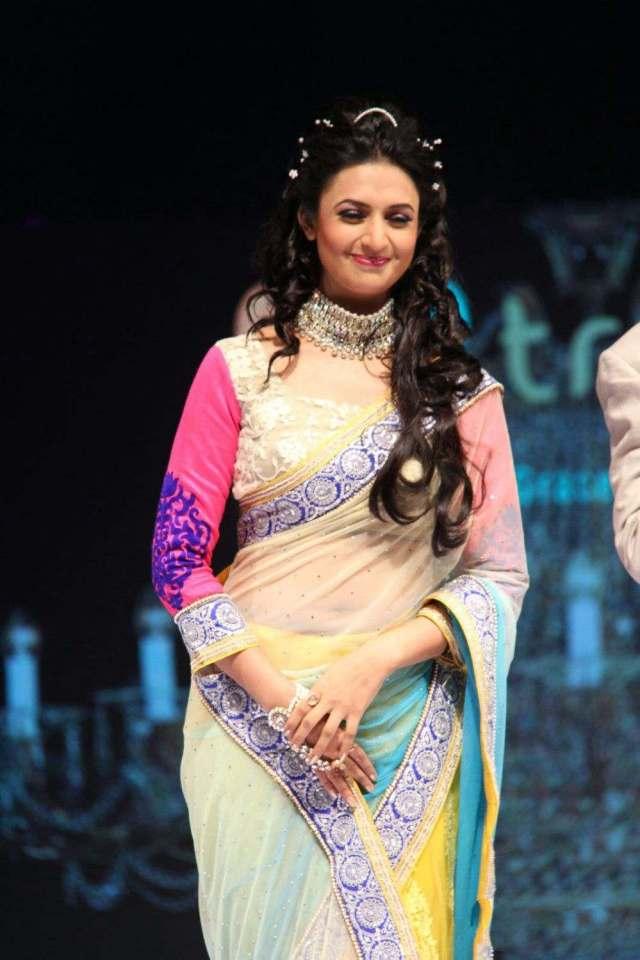 Divyanka-Tripathi-Hot-Photos-In-Transparent-Saree-1