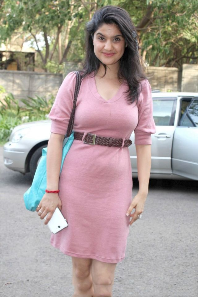 gul-panag-at-inspiration-2012-of-whistling-woods-at-film-city-pics022