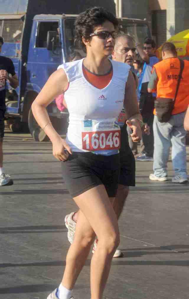 gul_panag_marathon-Rediff