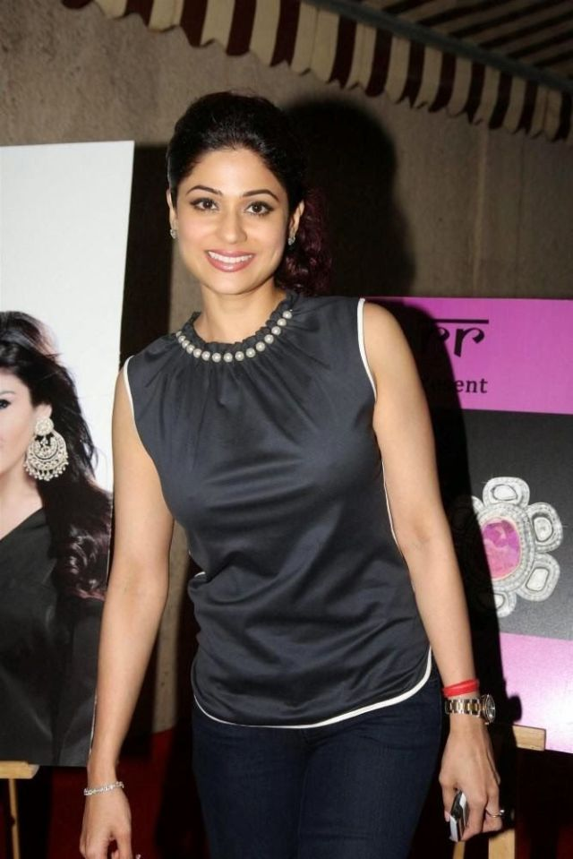 Shamita-Shetty-at-new-jewellery-line-launch-by-Raveena-Tandon-and-Roopa-Vohra-RR--1-