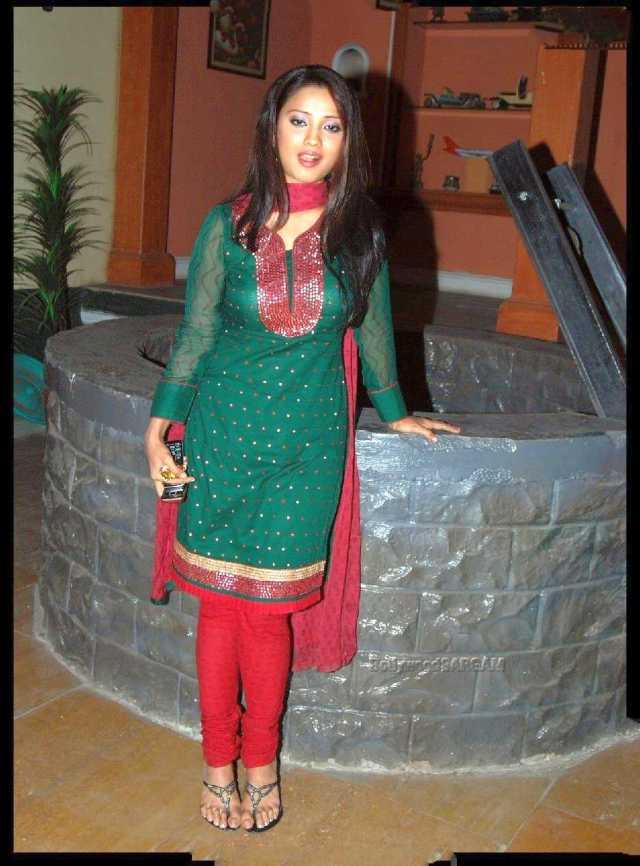 Adaa_Khan_Shiju_Ojaswi_Alisha_TV_Show_Behnein_Press_Meet_BollywoodSargam_smiling_726110