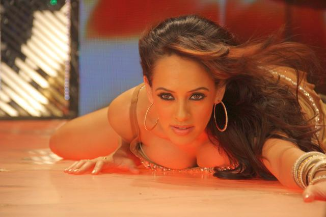 sexy_bollywood_actress_hazel_keech
