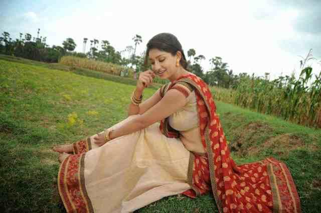 Actress-Tanvi-Vyas-Navel-Show-In-Half-Saree-Stills-22