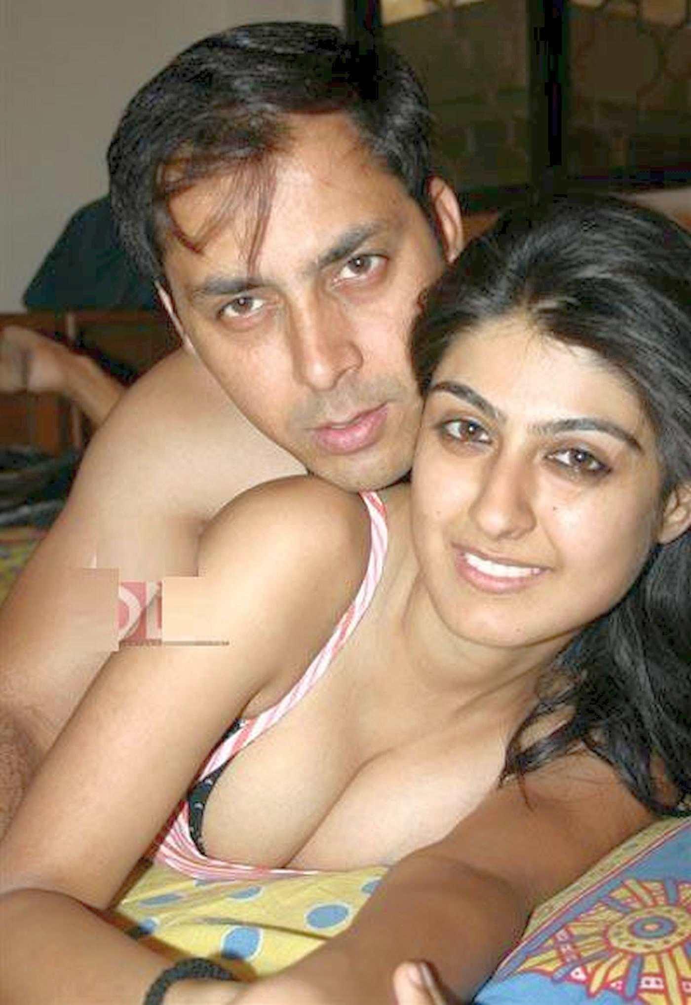 Garima Ajmani Sex Honeymoon Pics Super Hot Short Skirt -7142