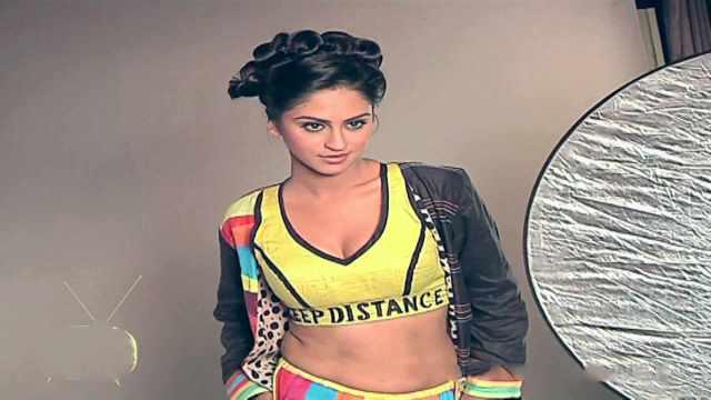 Krystle+dsouza+++India-Forums+Youth+Calendar+Photoshoot+-+YouTube[00-49-59]
