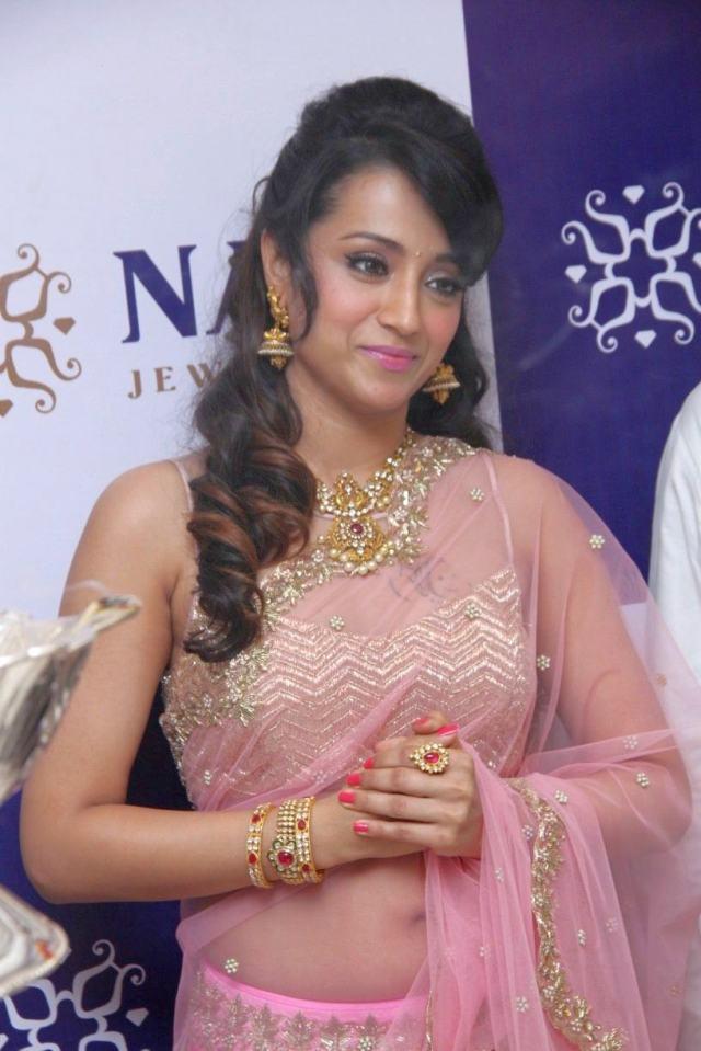 Trisha in Saree Photos at NAC Jewellers Launch (11)