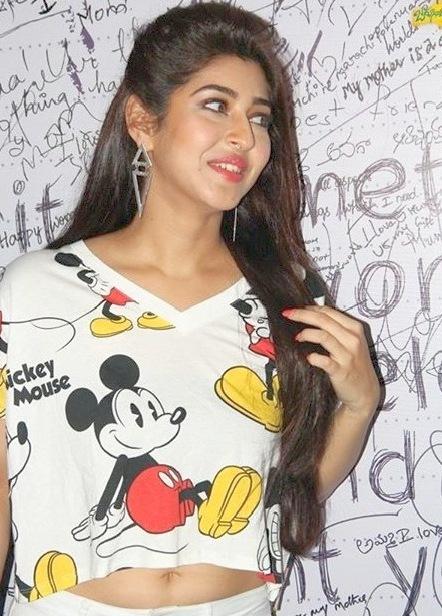 Sonarika-Bhadoria-Navel-Show-Photos-10