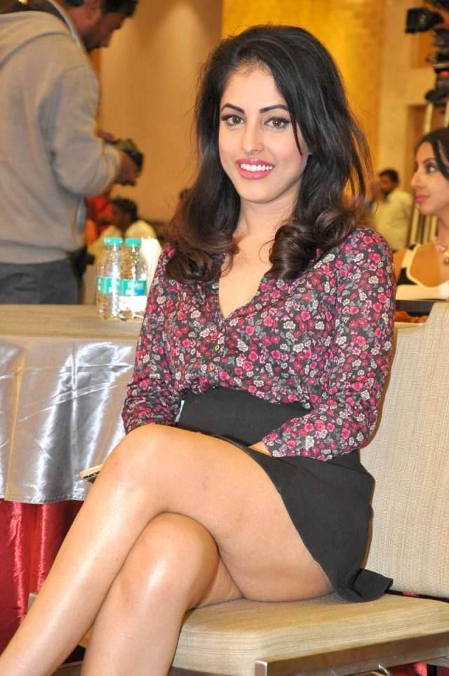 Priya-Banerjee-Stills-At-Memu-Saitam-Stars-Cricket-9